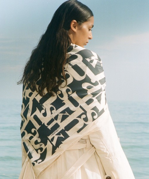 nanushka-miani-seidenschal-silkscarf-stylealbum